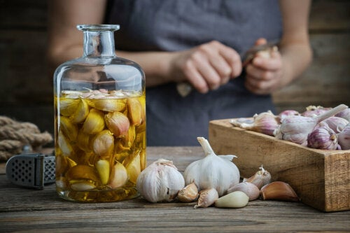Cómo hacer aceite de ajo en casa: receta y usos