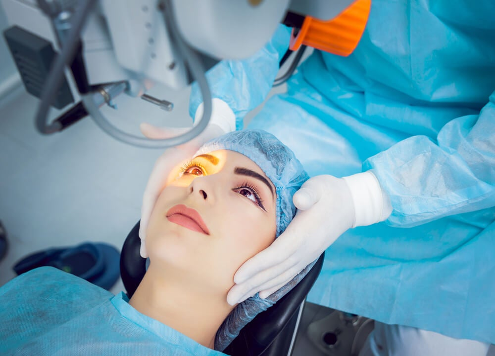 Cirugía láser para glaucoma de ángulo abierto.