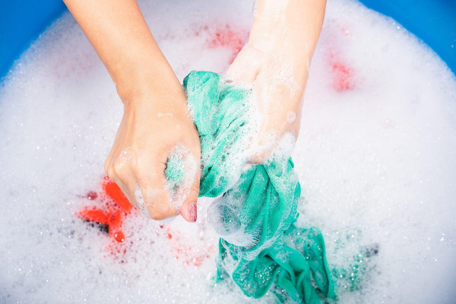 Lava tu ropa interior a mano para cuidarla.