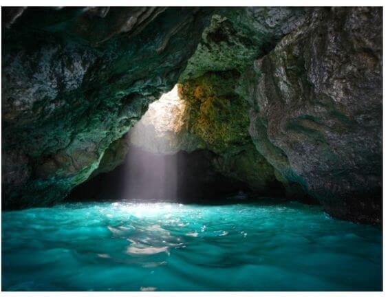 cascada en cueva