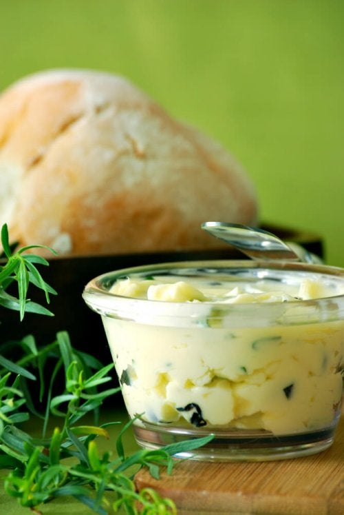 Puedes usar especias para darle sabor a tu mantequilla casera