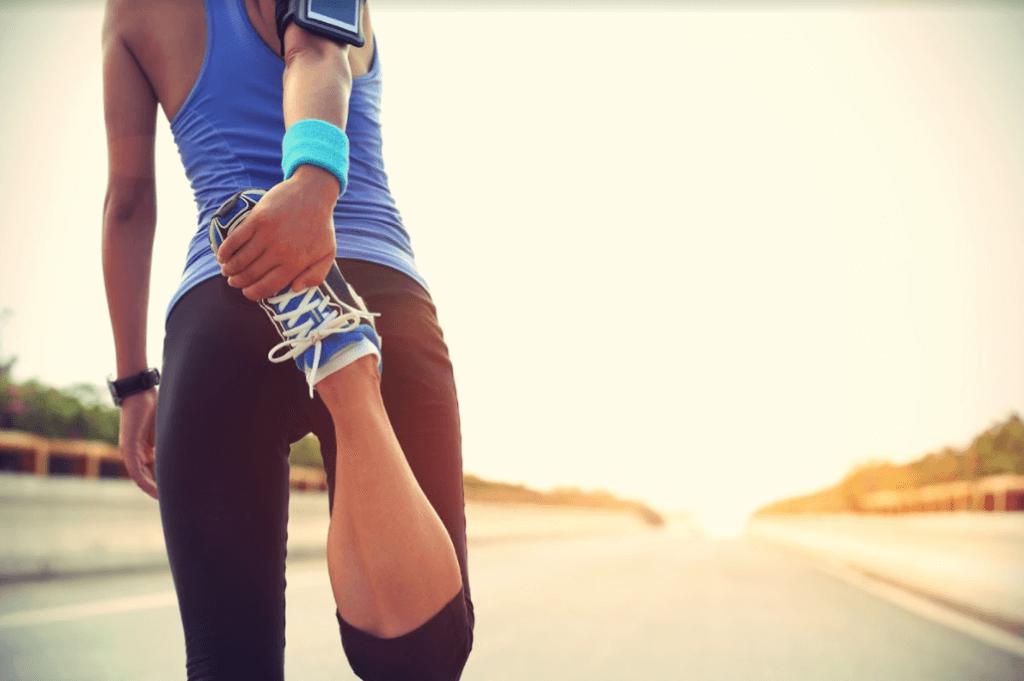 Otro de los consejos para correr una maratón es calentar