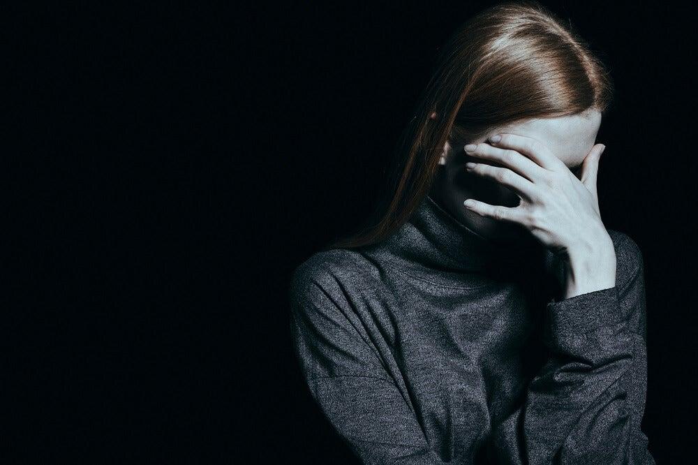 Mujer con trastorno dismórfico
