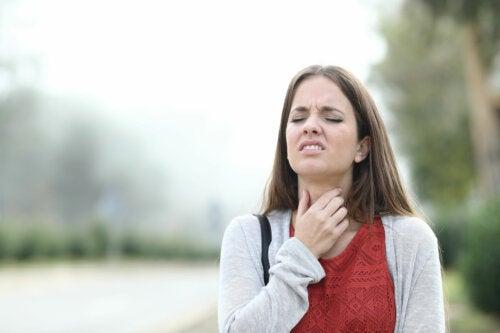 Combate los síntomas de la esofagitis con 5 soluciones naturales