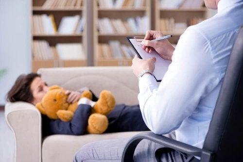 Niño en psicoterapia: trastorno de relación social desinhibida