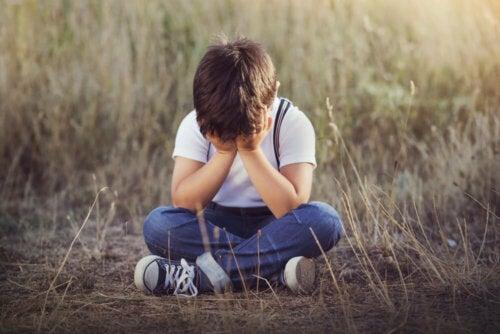 Enseña a un niño qué debe hacer si se pierde