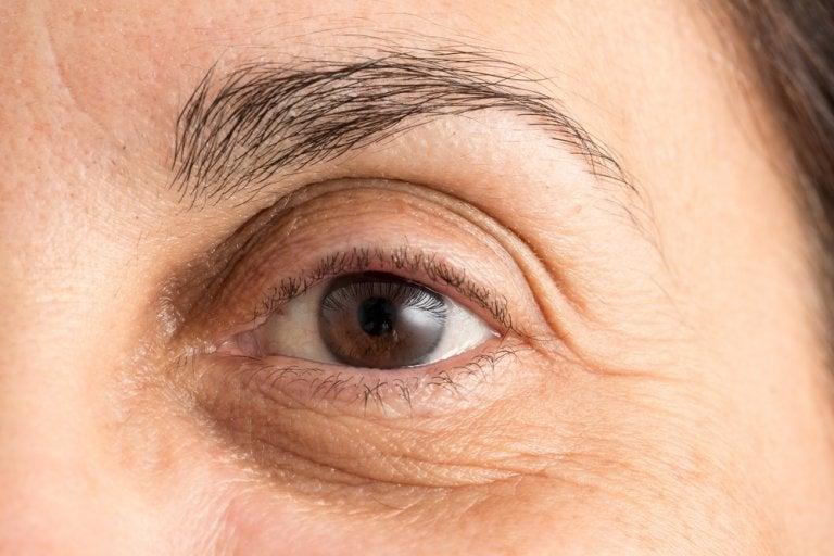 4 hábitos que te causan arrugas prematuras en el rostro