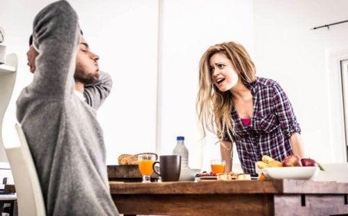 Por qué hay parejas que discuten mucho y siguen juntos