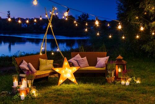 La luz es el complemento ideal para un patio moderno.
