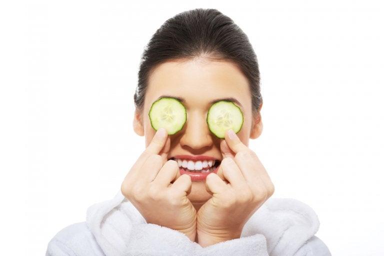 Cómo refrescar los ojos irritados con 5 soluciones caseras