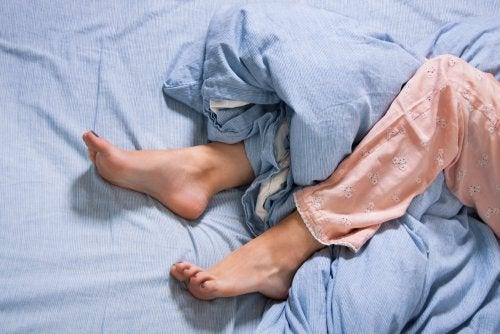 Síndrome de las piernas inquietas: síntomas y tratamiento