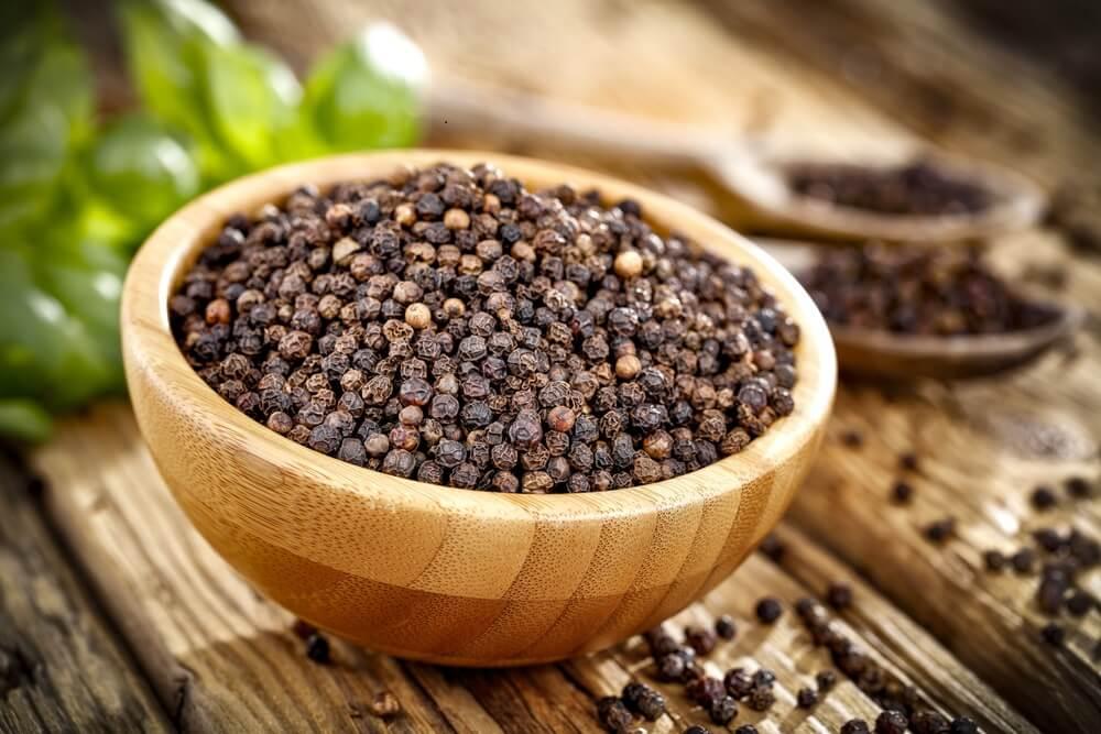 Granos de pimienta negra