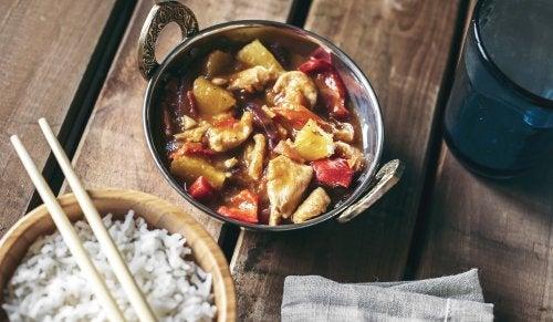 Delicioso pollo agridulce al estilo chino