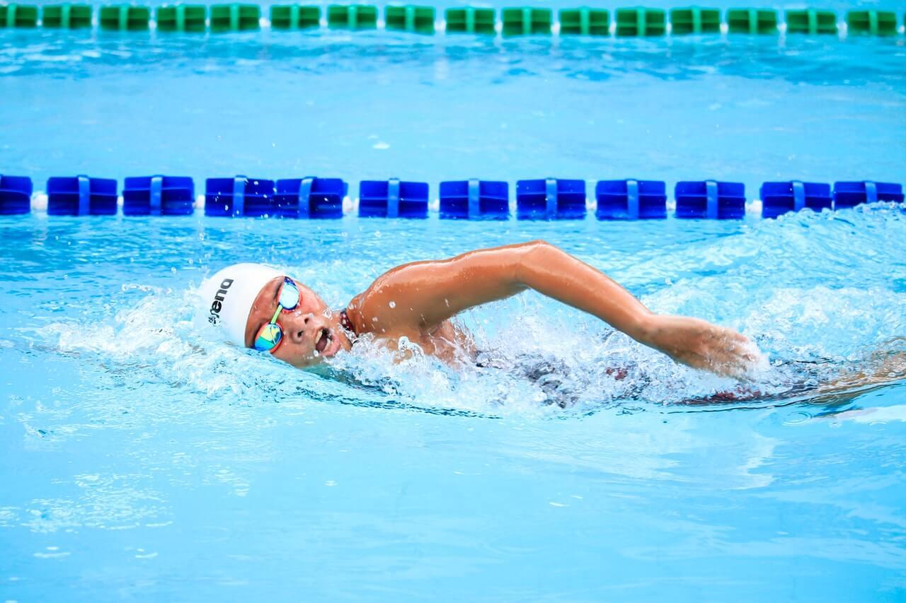 La respiración al nadar debe ajustarse para realizar la actividad con la mayor fluidez posible.