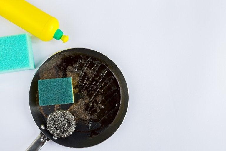 4 trucos para limpiar las sartenes quemadas en minutos