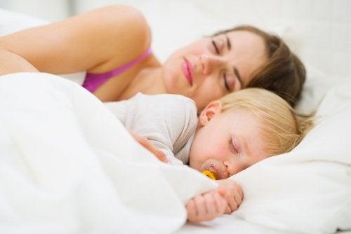 Cómo enseñar al bebé a dormir toda la noche