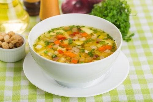 Sopa de verduras y trigo sarraceno