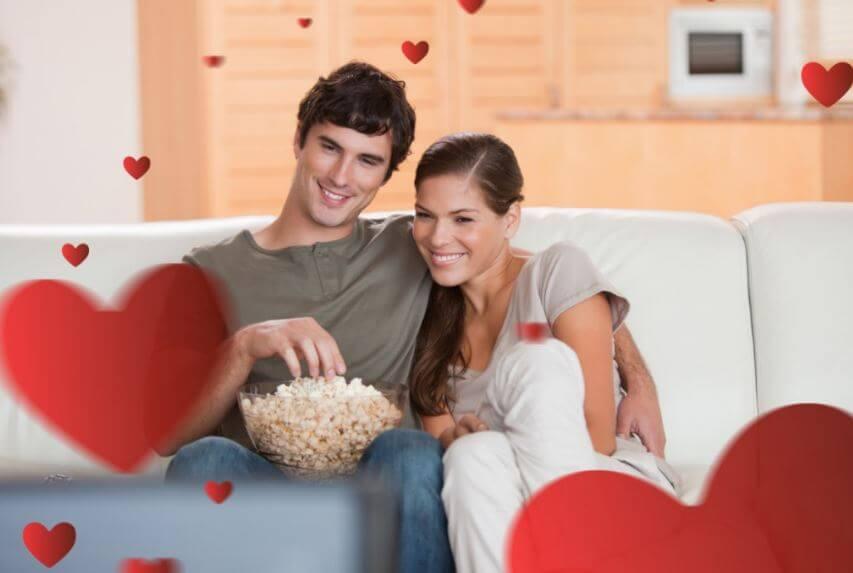 Ver una película romántica con la pareja ideal