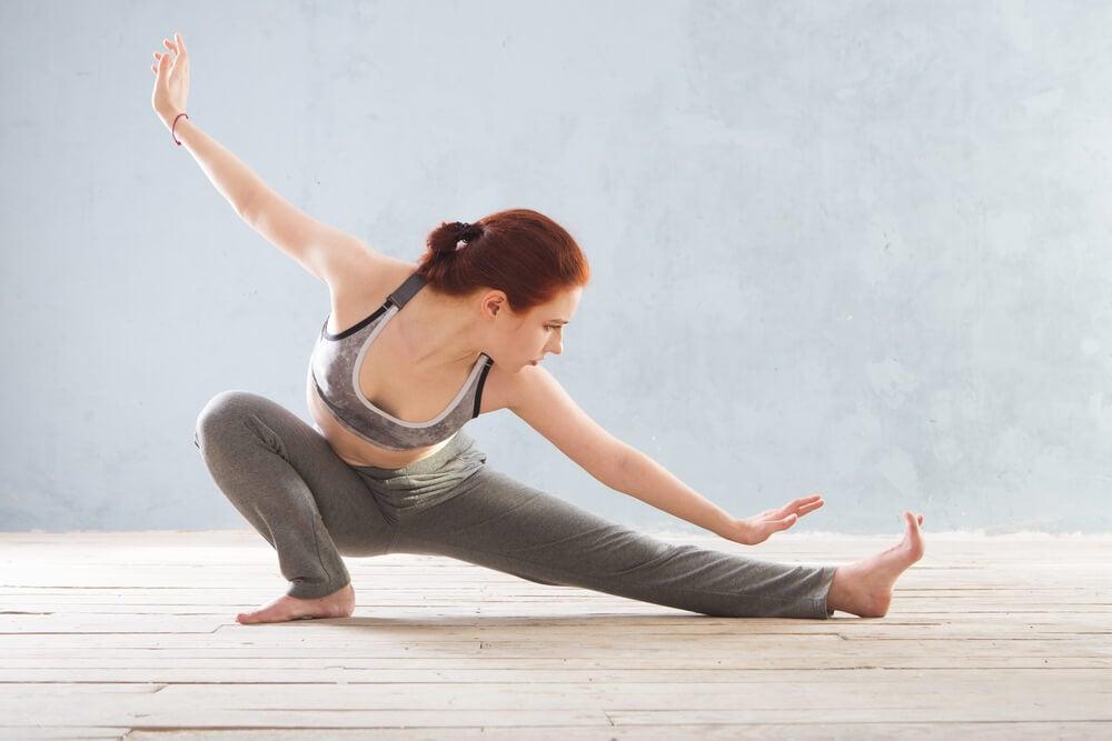 el yoga ayuda a reducir los síntomas de la fibromialgia