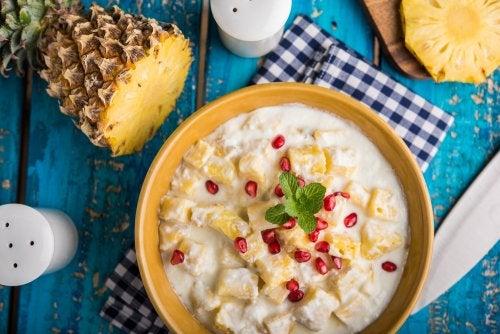 Delicioso postre sin gluten: cuajado de yogur y piña