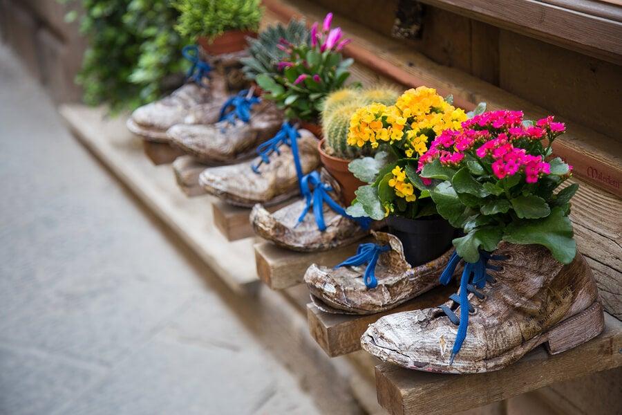 6 sorprendentes formas de reciclar tus zapatos viejos