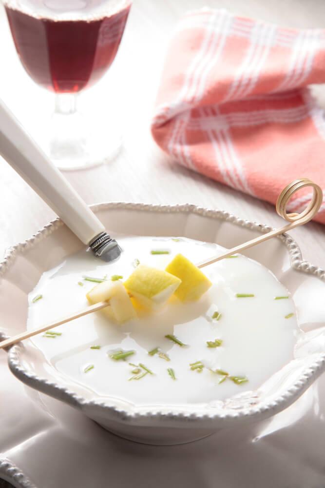 Aprende a preparar esta deliciosa crema de ajo blanco