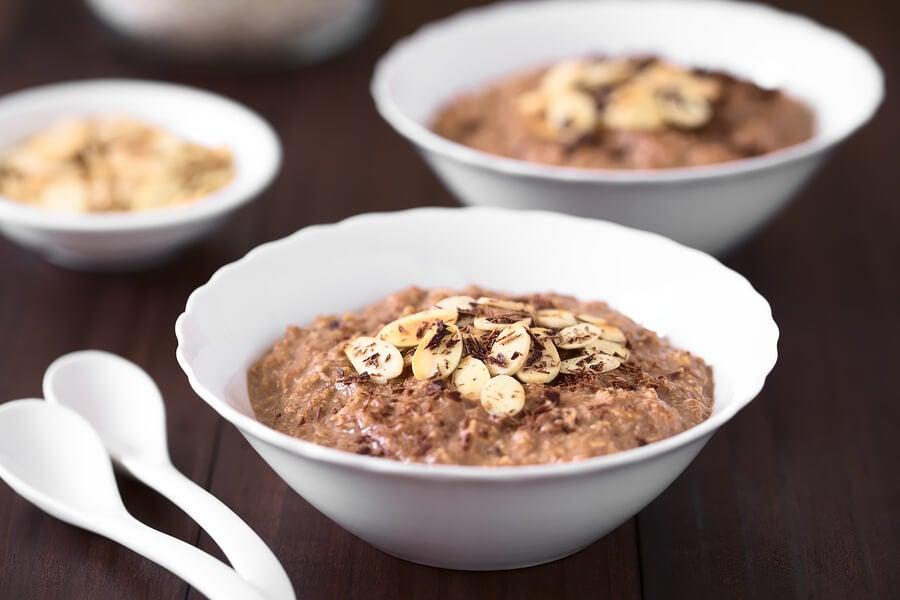 Gachas de avena con chocolate (porridge).