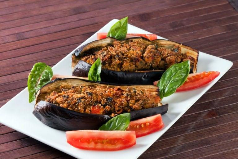 Berenjena rellena de verduras con vinagreta