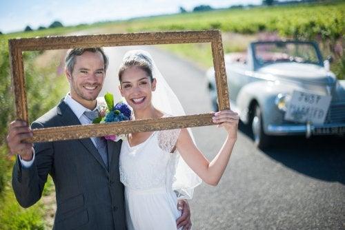 Contratar un chófer para la boda de sus sueños.