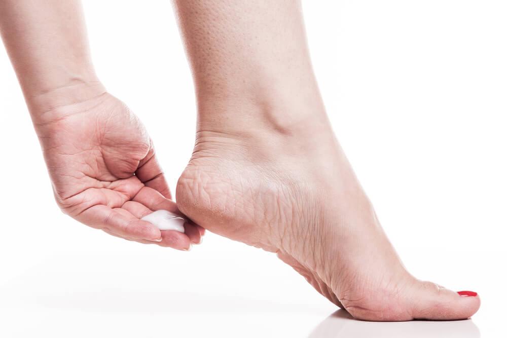 Reduce las asperezas de los pies con 7 remedios caseros