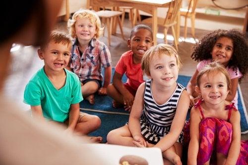 ¿Cómo deben ser motivados los niños en su etapa educativa?