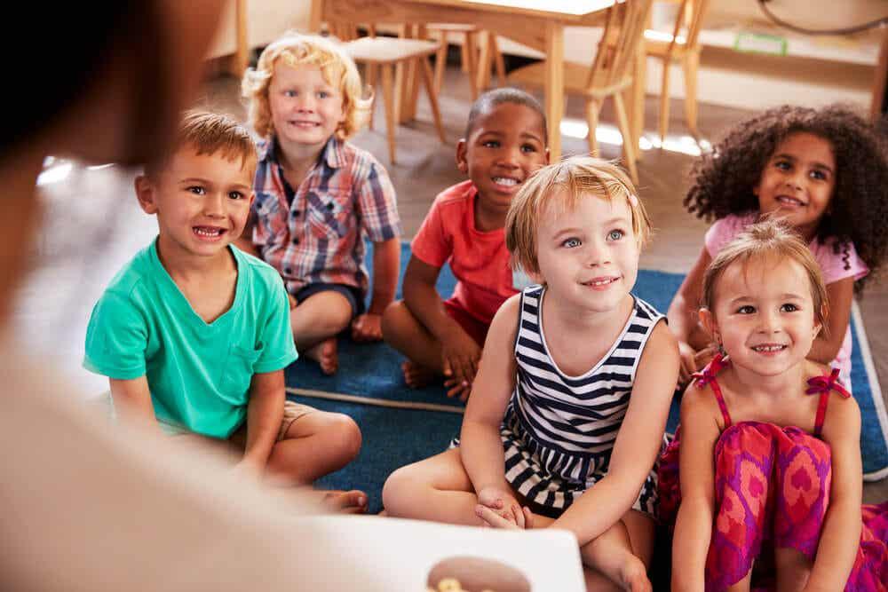 Niños en una escuela.