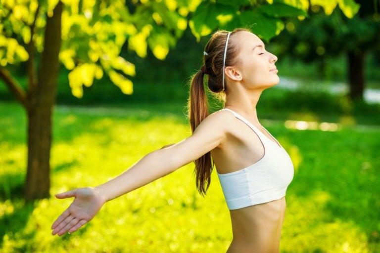 4 ejercicios que te ayudan a fortalecer tu salud pulmonar
