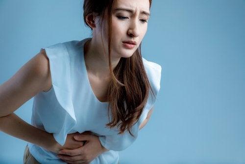 8 alimentos que debes evitar cuando te duele el estómago