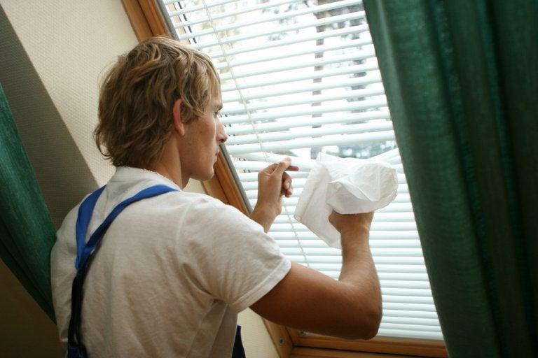 Los mejores objetos que puedes fabricar para limpiar tus persianas