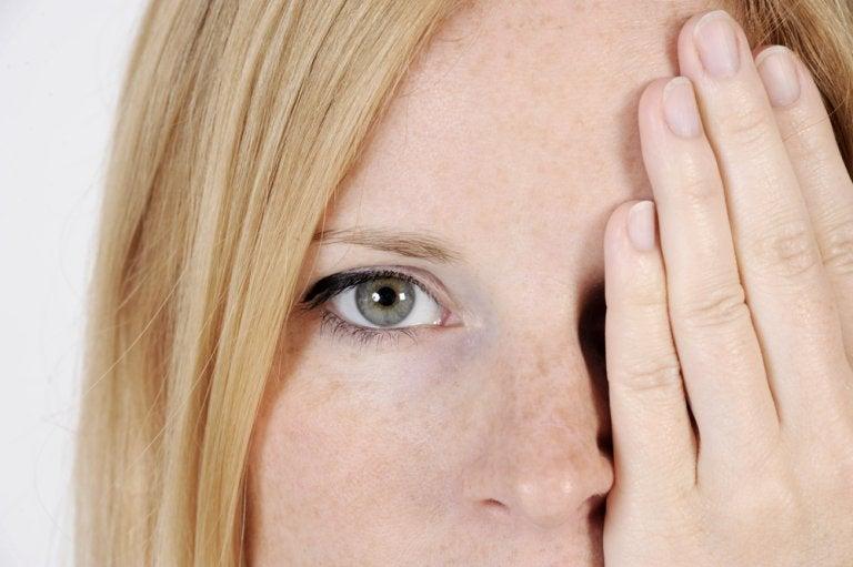 5 factores que te causan manchas en la cara