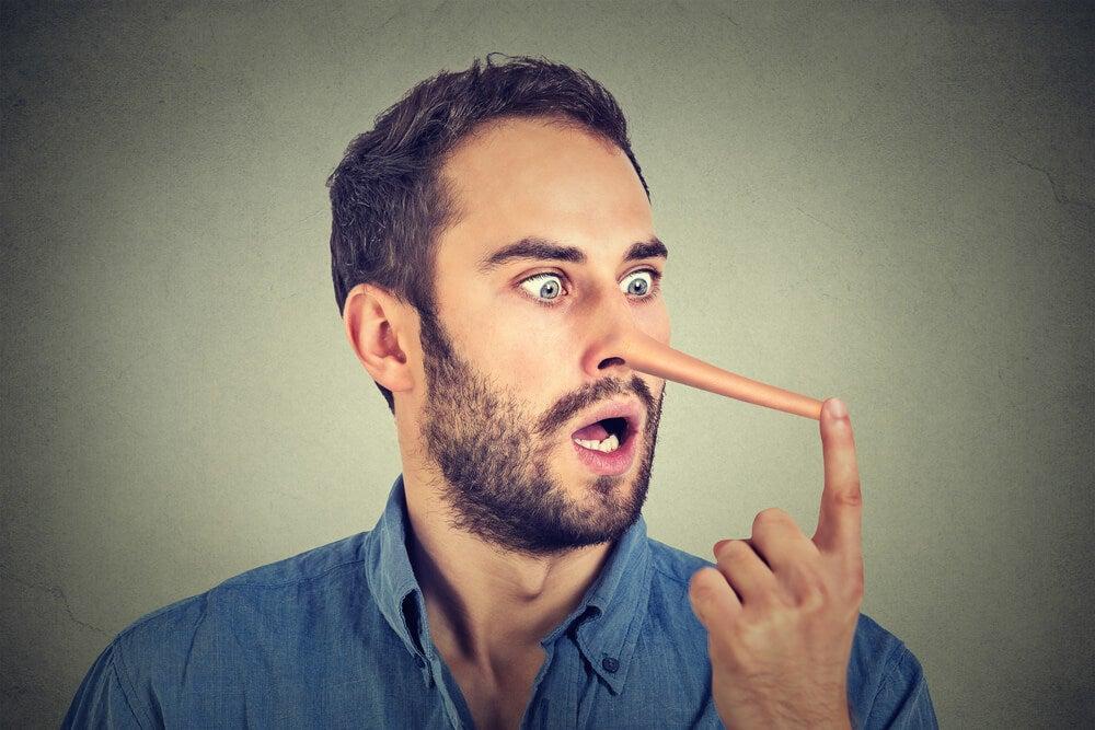 Pon atención a estas señales para darte cuenta de que alguien te miente