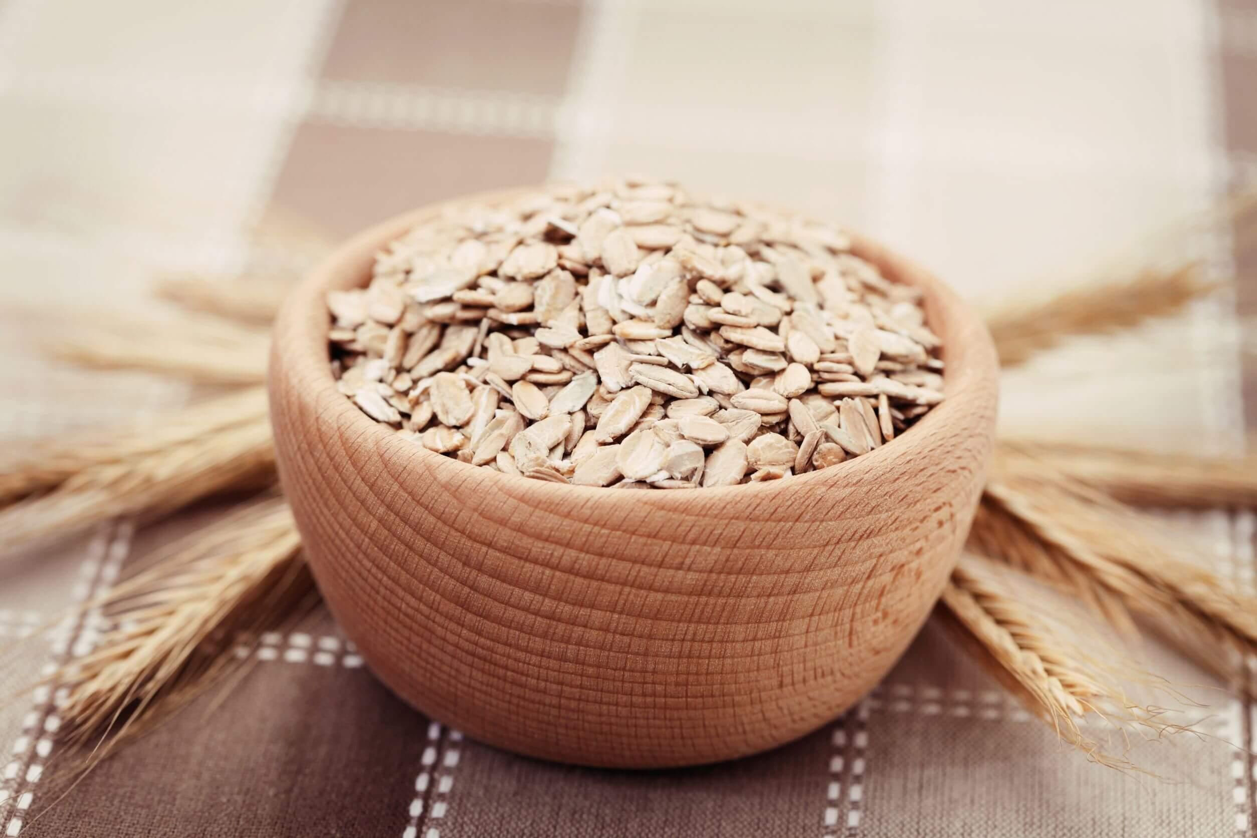 Los cereales integrales para la dieta incluyen a la avena.
