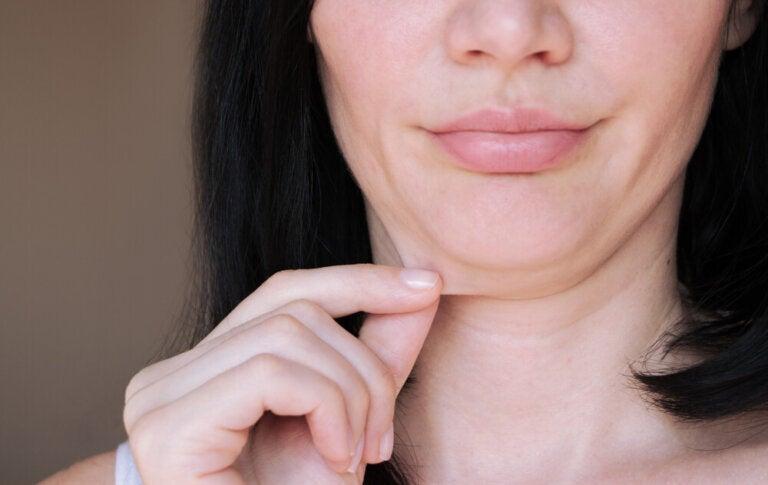5 ejercicios para tonificar el cuello y reducir la papada