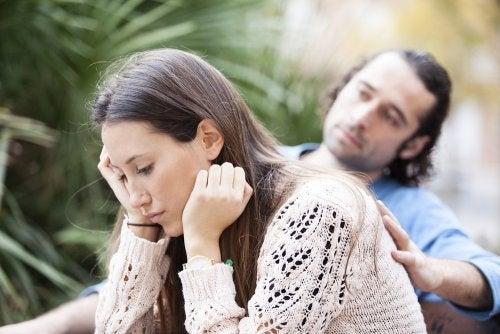 Mi madre no acepta a mi pareja: ¿cómo puedo solucionarlo?