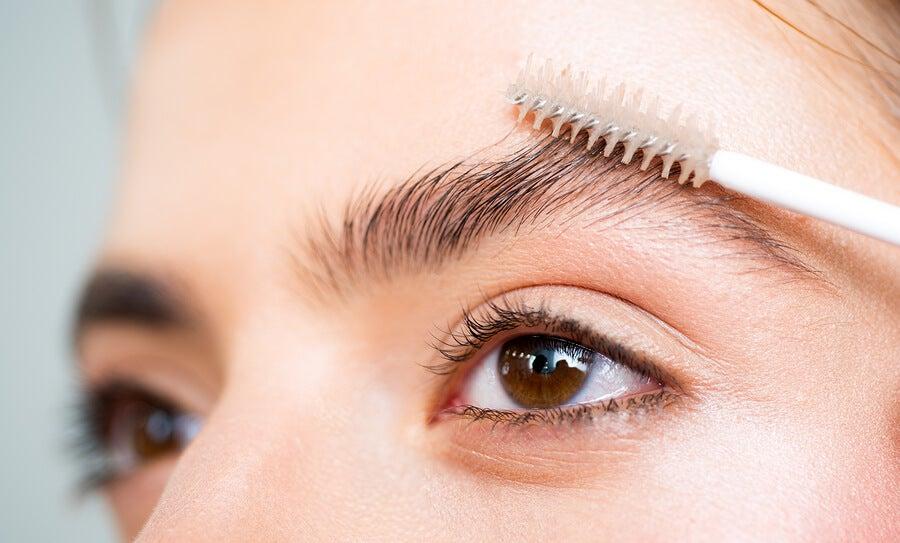 Preparados naturales para hacer crecer las cejas – Mejor con Salud