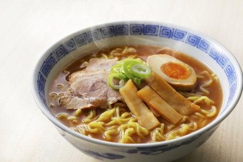 Cómo preparar sopa ramen de pollo