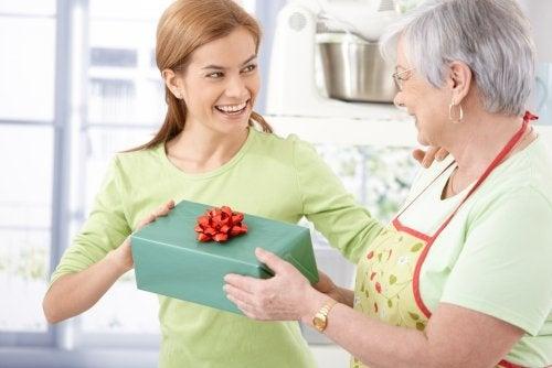 5 cosas para regalar a la madre del novio en su cumpleaños