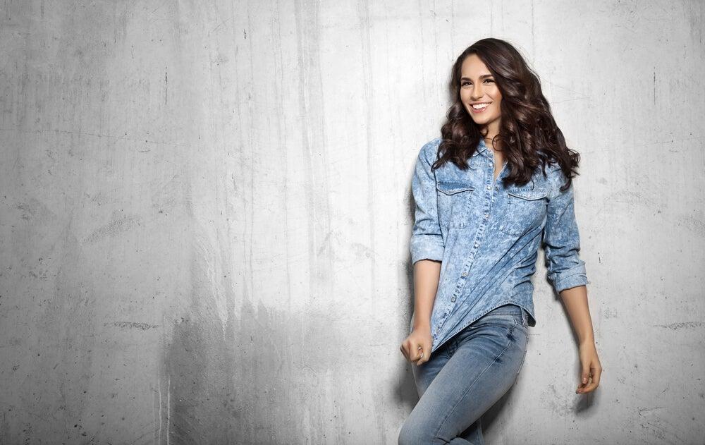 Cuáles son los colores básicos de jeans que debes tener en tu clóset