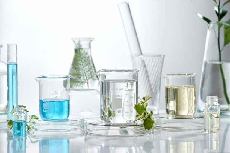 Preparado de aceites esenciales para combatir el acné