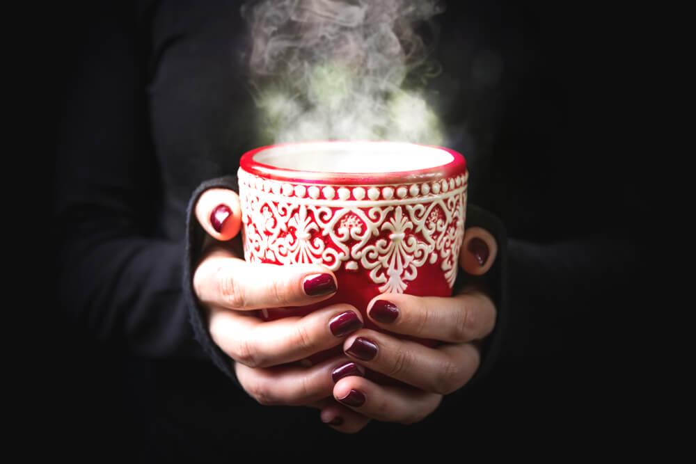 5 bebidas calientes y frías para calmar el dolor de garganta