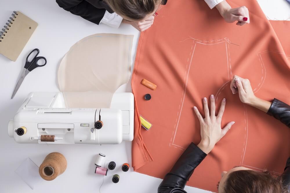 Organizar los juguetes en sacos de tela