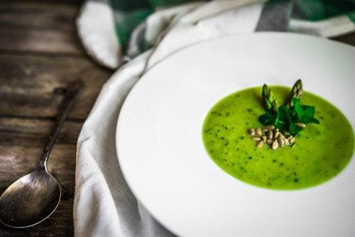 Gazpacho de espárragos verdes: sabrosa receta vegetariana