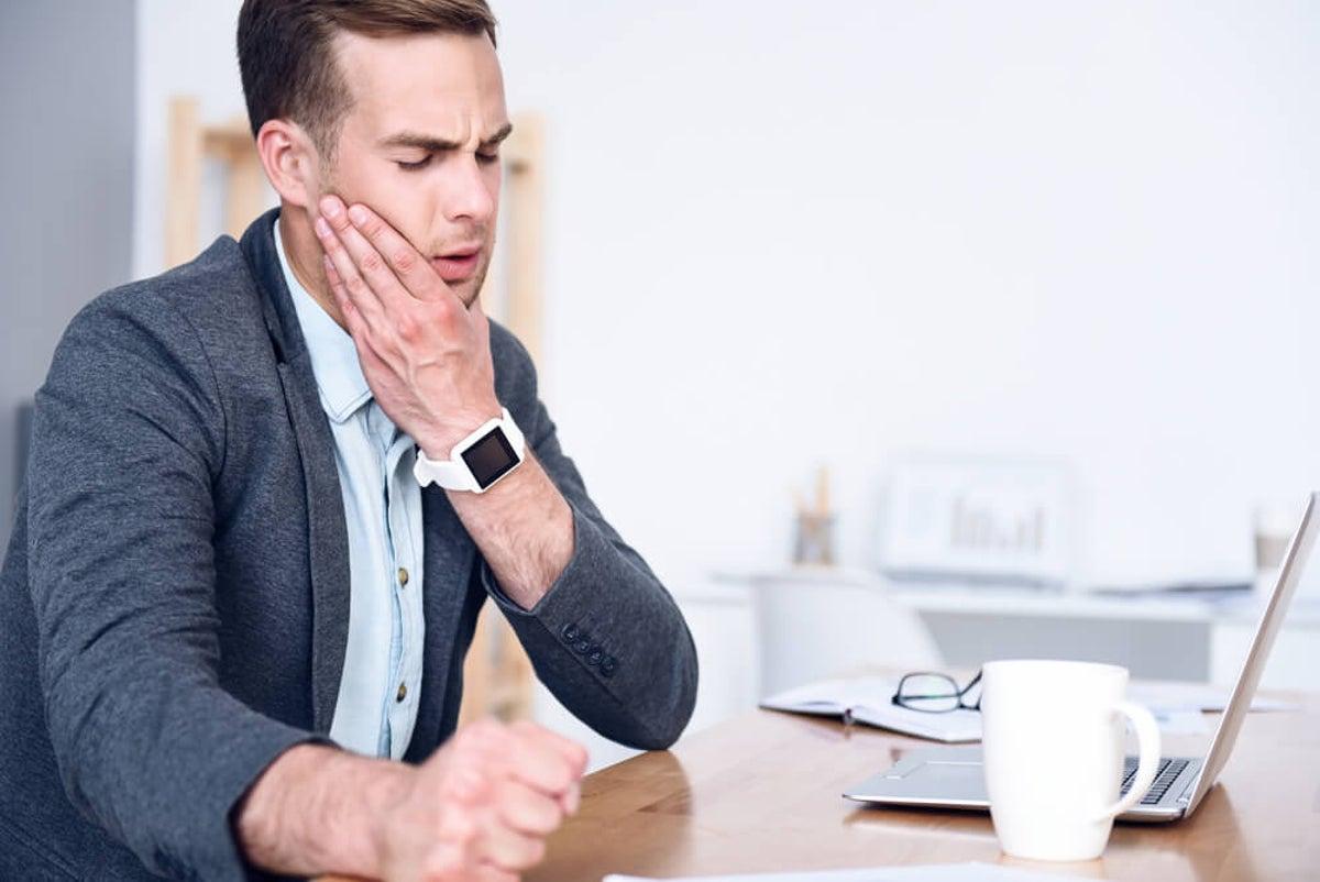 Dolor de cabeza fría en la mandíbula