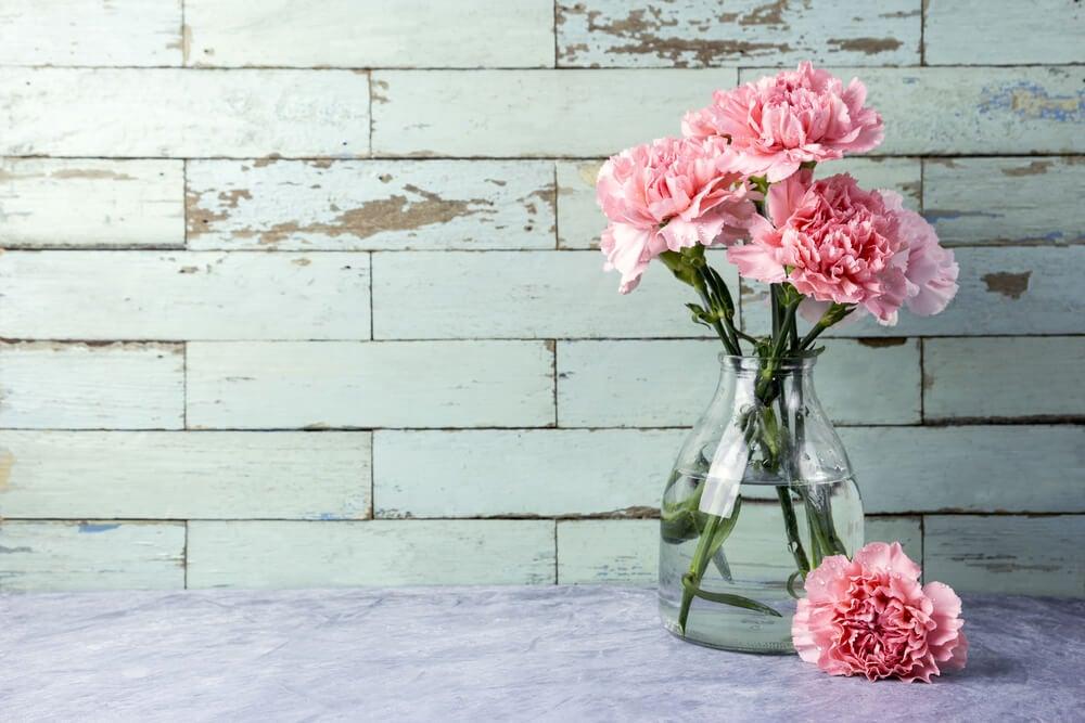 3 maneras rápidas de limpiar tus floreros de cristal